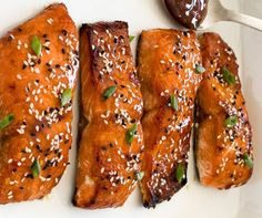 The best sweet and sour salmon recipe in the world (Super easy to make! Salmon Recipes, Fish Recipes, Seafood Recipes, Vegetarian Recipes, Cooking Recipes, Sweet And Sour Salmon Recipe, Food N, Food And Drink, Honey Mustard Salmon