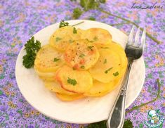 Рецепт: Картофель Анна Potatoes Anna, How To Cook Potatoes, French Cooking Recipes, Baked Spaghetti, Tasty Dishes, Veggies, Food And Drink, Stuffed Peppers, Meals