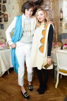 Ines de la Fressange Chanel, Roger Vivier, Casual Street Style, White Pants, 5666fbb4cf