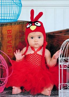 Fun festive birdy costume!     This set consist of a handmade crochet hat and fluffy tutu dress in matching red!!     Custom made at ordering. Please leave size needed at checout