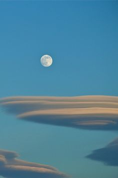 Moon over lenticular clouds Beautiful Moon, Beautiful World, Maurice Careme, Lenticular Clouds, Espanto, Shoot The Moon, Moon Pictures, Moon Photography, Good Night Moon