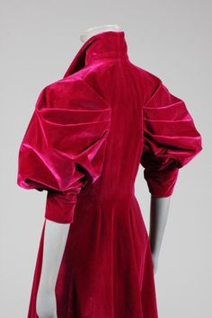 An Elsa Schiaparelli couture deep fuchsia velvet evening coat, late bearing printed petersham Paris label and numbered the front bodice with curved multi-darted seams which sweep down to form a curve at the narrow rear waist, with dramatic fa 1930s Fashion, High Fashion, Vintage Fashion, Vintage Couture, Fashion Fashion, Winter Fashion, Vintage Outfits, Vintage Dresses, Elsa Schiaparelli