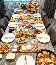 Turkish Breakfast, Breakfast Plate, Breakfast Buffet, Breakfast Recipes, Breakfast Presentation, Food Presentation, Kurdish Food, Party Food Buffet, Dinner Party Recipes