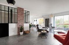 Cet appartement, dans une copropriété des années 60 de Rueil Malmaison, est le fruit d'une recherche réussie de Carine pourHomelike Home. J'ai été présentée à ses clients pour un estim…