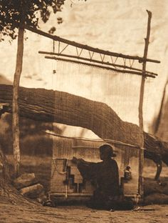 "The Navajo or Dine (dih-NEH, ""the people"") southwestern weaving Navajo Weaving, Navajo Rugs, Native Indian, Native Art, Native American History, American Indians, Art Tribal, First Nations, Navajo Nation"