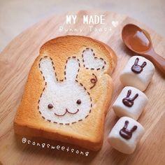 Kawaii Sweet World: Bunny toast and marshmallows decorated with chocolate bunnies. Cute Desserts, Dessert Recipes, Kawaii Dessert, Good Food, Yummy Food, Bento Recipes, Japanese Sweets, Cafe Food, Mets