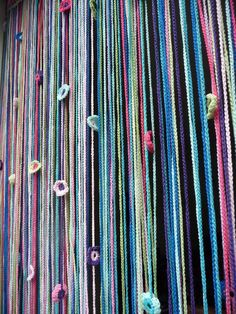 vliegengordijn Form Crochet, Knit Or Crochet, Crochet Hooks, Closet Curtains, Diy Curtains, Shabby Look, Beaded Curtains, Crafty Craft, Wall Hanger