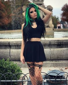Top Gothic Fashion Tips To Keep You In Style. As trends change, and you age, be willing to alter your style so that you can always look your best. Consistently using good gothic fashion sense can help Goth Beauty, Dark Beauty, Dark Fashion, Gothic Fashion, Fashion Top, Moda Rock, Goth Look, Gothic Models, Goth Women