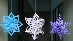 Diy Snowflake Making Tutorial Diy Crafts - AgaClip - Make Your Video Clips Paper Snowflakes Easy, Paper Snowflake Designs, Diy Christmas Snowflakes, Paper Christmas Decorations, Simple Snowflake, Snowflake Craft, Snowflake Decorations, Christmas Paper Crafts, Christmas Diy