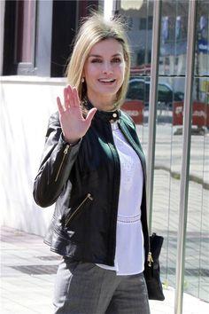 letizia ortiz chaqueta cuero negra - Buscar con Google