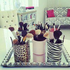 2 nouvelles idées rares de rangement maquillage + 6 idées d'accessoires maquillages que vous allez adorer, si c'est pas déjà le cas :).