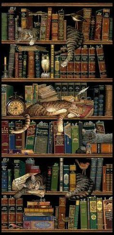 Estante de gatos e livros