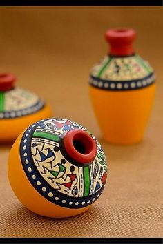 This set of pot is made of terracotta, brought to you from Uttar Pradesh and decorated with the Warli art, native to the tribals of Maharashtra. It is handpainted with acrylic colours. Worli Painting, Bottle Painting, Ceramic Painting, Bottle Art, Bottle Crafts, Fabric Painting, Ceramic Art, Vase Crafts, Pottery Painting Designs