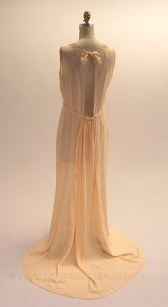 beautiful. 1935 night gown back #1930s #lingerie