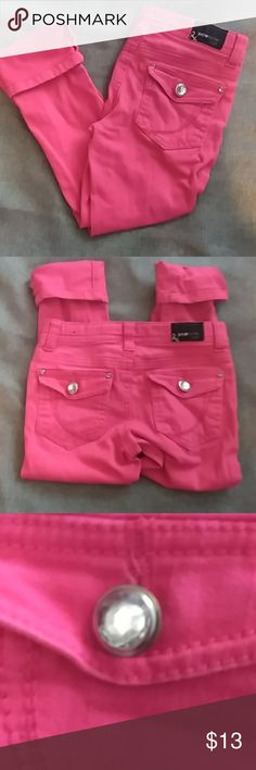 Like New Paper Denim and cloth Pink jeans 6 Beautiful I missed hot pink colored jeans with rhinestone buttons and embellishments on it no flaws my daughter never even wore that they have been washed Paper Denim & Cloth Bottoms Jeans