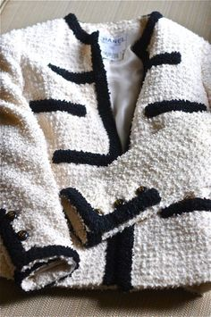 Chanel Clothes for sale Chanel Tweed Jacket, Chanel Style Jacket, Boucle Jacket, Chanel Outfit, Chanel Fashion, Look Fashion, Fashion Details, Channel Jacket, Estilo Coco Chanel