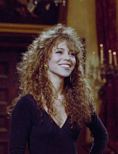 Take a look at the best Mariah Carey makeup in the photos below and get ideas for your cute outfits! MAC x Mariah Carey Mariah Carey Young, Mariah Carey Makeup, Curly Bangs, Curly Hair Styles, Natural Hair Styles, Bangs Curly Hair, Curly Hair With Fringe, Maria Carey, Amanda Seyfried