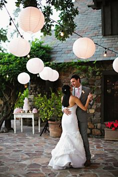 Low-hanging paper lanterns created a cozy atmosphere for this Sonoma reception. // Photo courtesy of Andi Hatch Photography