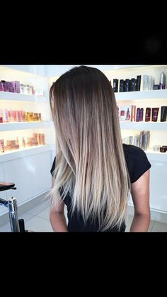 Fantastic Photographs Balayage hair blonde dark roots Strategies Summer's along the way! Plus each of our thought processes try lighter, lighter, extra glamorous a Onbre Hair, Hair Day, New Hair, Hair Color And Cut, Gorgeous Hair, Dark Hair, Brown Hair, Hair Looks, Hair Inspiration