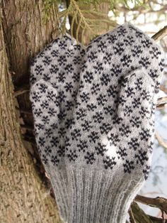 Finely Hand Knitted Estonian Mittens - warm and windproof. Looks like Paistu pattern