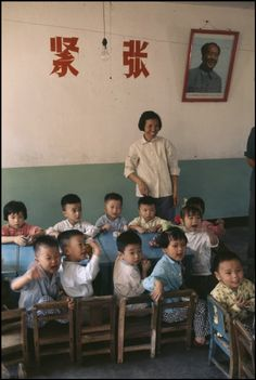 Discover China through the kodachrome photographs of the famous French photojournalist Bruno Barbey Ecole Art, Famous French, Chinese Culture, Chinese Art, French Photographers, China Travel, Magnum Photos, World Cultures, Vintage Photos
