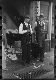 Cotton factor's office, Front Street, Memphis, Tennessee, 1939. Library of Congress FSA/OWI photograph collection.