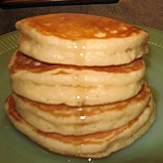 BEST PANCAKES EVER recipe ~ They are super tall, light and fluffy and yet they don't get all mushy when syrup is added, they are excellent! Im using as waffle batter.made 4 waffles but was excellent. Breakfast Desayunos, Breakfast Dishes, Breakfast Recipes, Pancake Recipes, Sour Milk Recipes, Bisquick Recipe For Pancakes, Pancake Recipe With Sour Milk, Fluffy Thick Pancake Recipe, Fluffy Pancake Recipe Vinegar