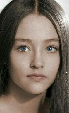 Olivia Hussey, Film Romeo And Juliet, Beautiful Children, Beautiful Women, Rihanna Looks, Hollywood Girls, Celebrity Caricatures, English Style, Brunette Hair