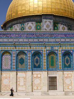 "poeticislam: "" The Dome of the Rock, Palestine. Taken by Daniel Frauchiger. Islamic Tiles, Islamic Art, Islamic Architecture, Architecture Design, Islamic Society, Dome Of The Rock, Islamic Pictures, Religious Art, Indian Art"