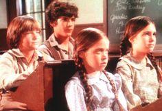 Die beiden Waisenkinder James (Jason Bateman, l.) und Cassandra (Missy Franc...