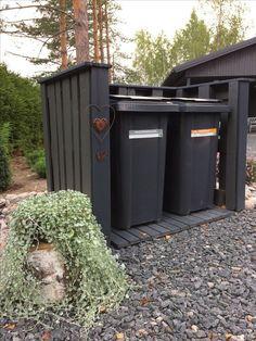 Cache poubelle en palette : 10 modèles à reproduire ! Outdoor Trash Cans, Hide Trash Cans, Diy Outdoor Furniture, Diy Pallet Furniture, Backyard Patio, Backyard Landscaping, Bin Store Garden, Garbage Can Storage, Storage Bins