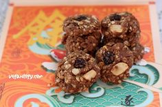 ** Chinese New Year Vegan Cuisine Recipes and Cake Yummy Cookies, Cake Cookies, Walnut Cookies, Cookies Ingredients, Vegan Cake, Recipe For 4, Chinese New Year, Meals, Kitchens