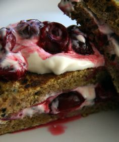 French toast.  Arme riddere med kirsebær. Cherry, Healthy Recipes, Velvet, Healthy Eating Recipes, Prunus, Clean Eating Recipes, Healthy Diet Recipes, Health Recipes, Cherries
