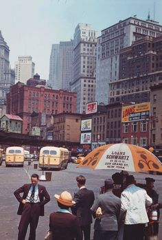 Life+in+New+York,+1941+(26).jpg 640×945 pixels