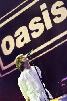 Oasis to Roll With It again: Liam and Noel Gallagher 'kiss & make up for tour' Lennon Gallagher, Liam Gallagher Oasis, Noel Gallagher, Oasis Live, Oasis Music, Oasis Band, Liam And Noel, Look Back In Anger, Primal Scream
