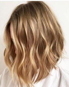 Honey Blonde Balayage - Wavy Lob Hair Cuts - The Right Hair Styles Balayage Blond, Balayage Color, Honey Balayage, Blonde Color, Medium Blonde Hair Color, Blonde Streaks, Bayalage, Cool Haircuts, Cool Hairstyles