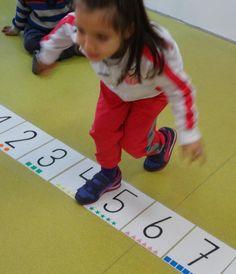 El Monstruito en Monteagudo: ABN. 4 años: Recta numérica. Preschool Classroom, Toddler Preschool, Kindergarten, Maths Area, Early Math, Math For Kids, Your Teacher, Kids Rugs, Activities