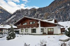 Appartement Leni is located in a quiet location, just 984 feet from the center of Längenfeld and 656 feet from the Aqua Dome Thermal Bath. Austria, Cabin, House Styles, Home Decor, Decoration Home, Room Decor, Cabins, Cottage, Home Interior Design