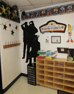 Clutter-Free Classroom: Hollywood Themed Classroom Photos and Ideas edition} Classroom Setup, Classroom Design, Future Classroom, School Classroom, Classroom Organization, Movie Classroom, School Wide Themes, School Ideas, Hollywood Theme Classroom