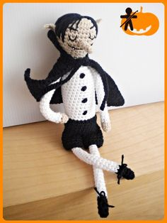 Crocheted by AmigurumisFanClub!!! Free pattern by Gallimelmas e Imaginancias: http://www.gallimelmas.com/2013/10/free-patterns-me-piro-vampiro.html