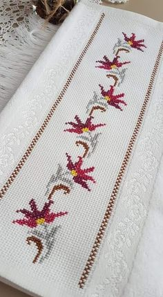 Celtic Cross Stitch, Simple Cross Stitch, Cross Stitch Rose, Beaded Cross Stitch, Cross Stitch Borders, Cross Stitch Flowers, Cross Stitch Designs, Cross Stitching, Cross Stitch Patterns