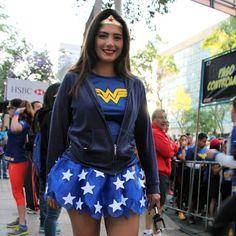 Blog sobre la cultura pop: Carrera Wonder Woman 10k! #wonderwoman #wonderwomancosplayer #dccomics #emociondeportiva #carrera #runner #bgcpop