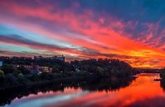 Sunset over the Chippewa River taken from the footbridge at the University of Wisconsin-Eau Claire [722x473]
