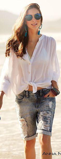 da2cd5875a Todo mundo fica de olho no que Gigi Hadid anda vestindo e quais são as  tendências