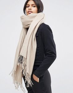 It can be difficult to know how to style your growing baby bump during the colder months, so take a look at these great finds from high street stores. Affordable yet stylish, this fall winter maternity capsule wardrobe guide is packed with key pieces that will see you through your pregnancy. See the