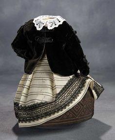 Ensemble with Black Velvet Jac... Auctions Online | Proxibid