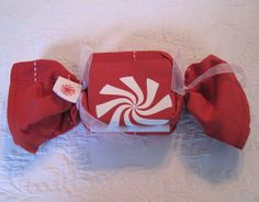 peppermint_gift_wrap