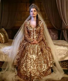 kosem sultan sends her regards Medieval Fashion, Medieval Dress, Renaissance Outfits, Kosem Sultan, Theatre Costumes, Turkish Fashion, Cosplay Outfits, Fantasy Dress, Costume Design