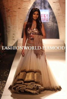 Sigh Long Loose Hair Looks Great With This Outfit Besides Shilpa Shetty Fabulous In Everything By Tarun Tahiliani