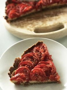 Tomato & almond tart from Yotam Ottolenghi – I'm greedy … But I … Yotam Ottolenghi, Simply Recipes, Great Recipes, Tart Recipes, Vegan Recipes, My Favorite Food, Favorite Recipes, Vegan Appetizers, Greens Recipe